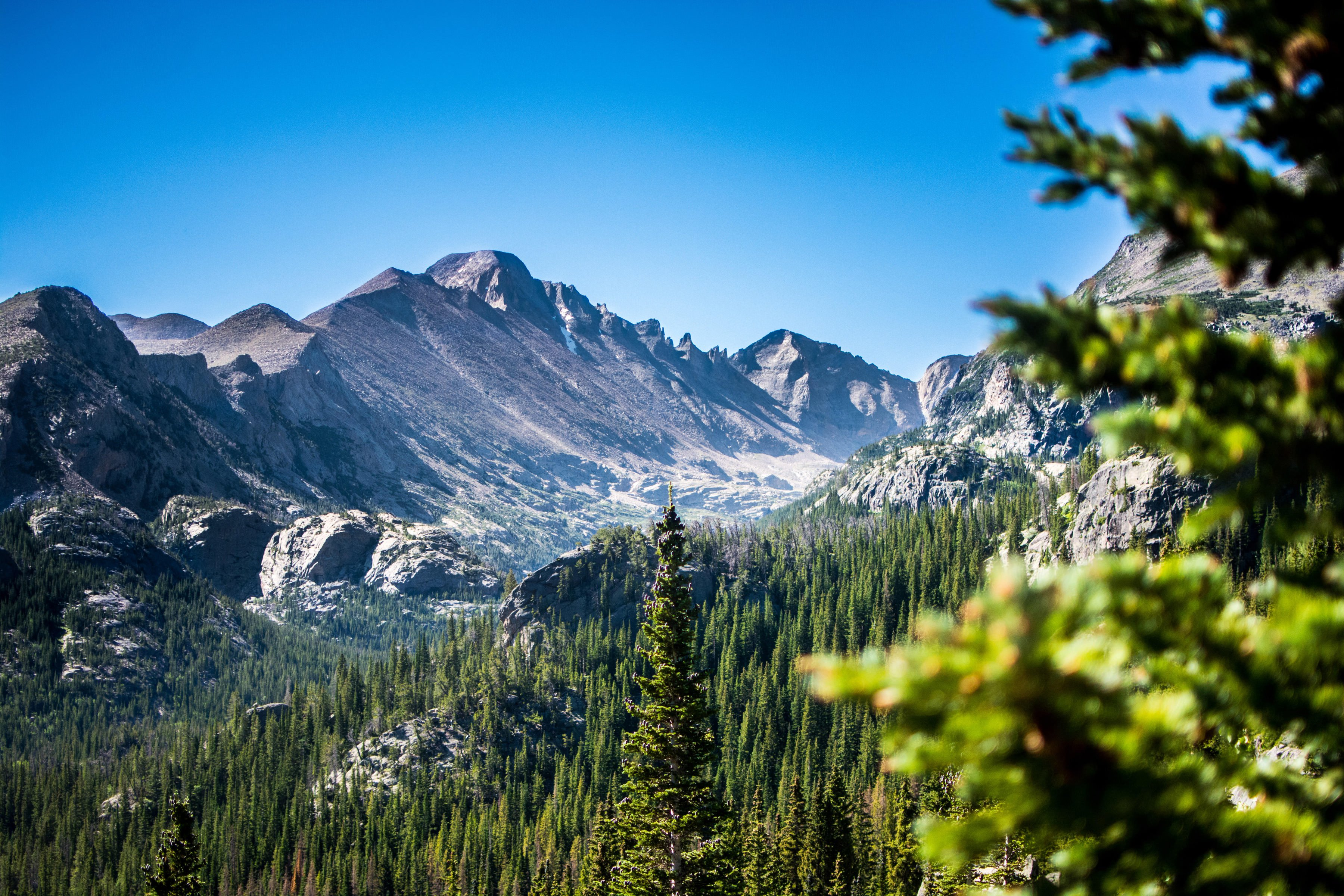 region/background-images/beautiful-landscape-of-rocky-mountains-national-park-colorado.jpg